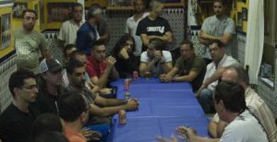 Una veintena de grupos paraliza su inscripción por los impagos