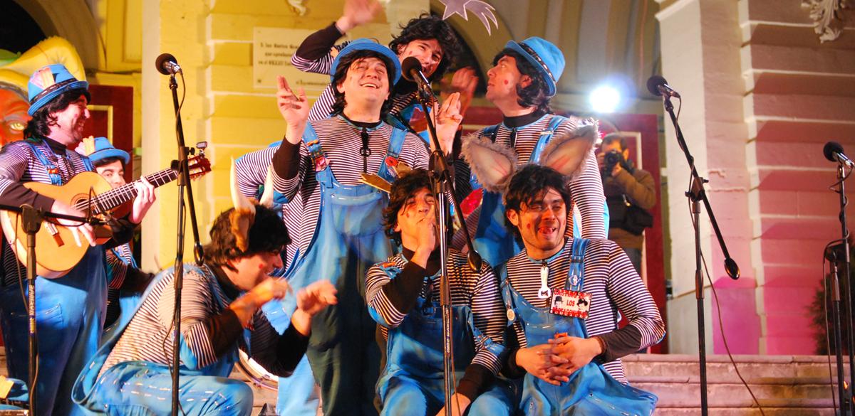 San Fernando saca con éxito su certamen de Carnaval a la calle