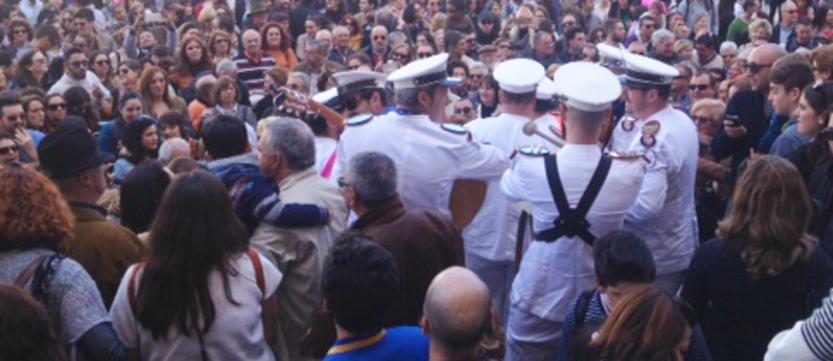 Cádiz despide el Carnaval con toneladas de solidaridad