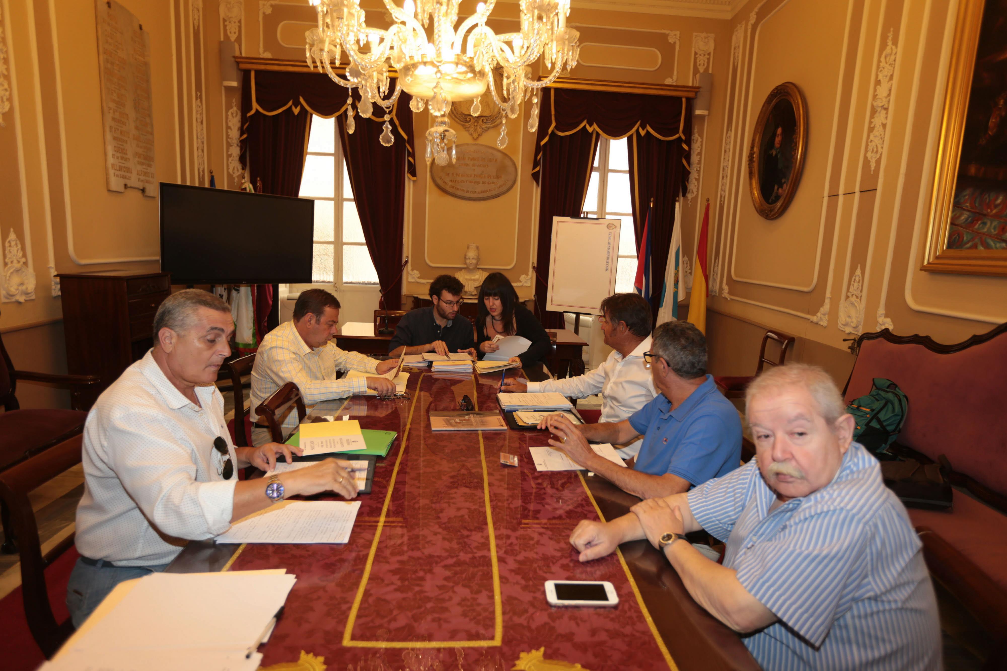 La Junta del COAC reduce en casi un 14% las acreditaciones para cubrir el Concurso del Falla