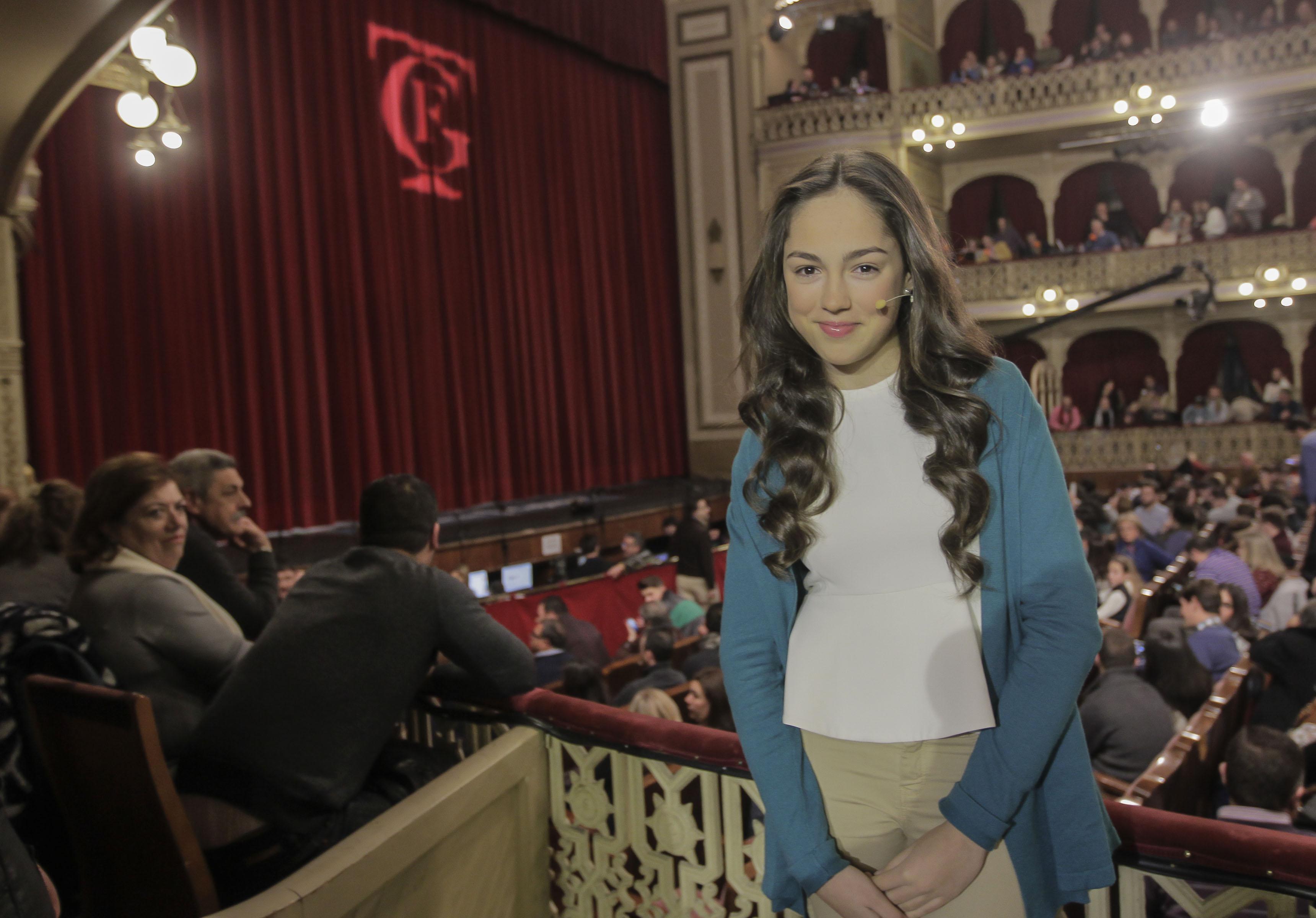 María Parrado, la ganadora de La Voz Kids, visita el Falla