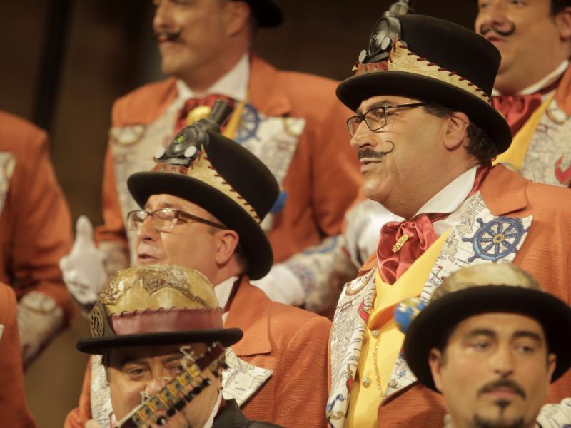 Un Falla abarrotado da la bienvenida al coro de Faly Pastrana