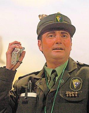 Fernández Díaz: «Pueden seguir usando el disfraz de guardia civil»