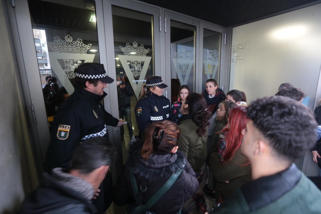 Los aficionados enfurecen tras agotarse las entradas para Martínez Ares