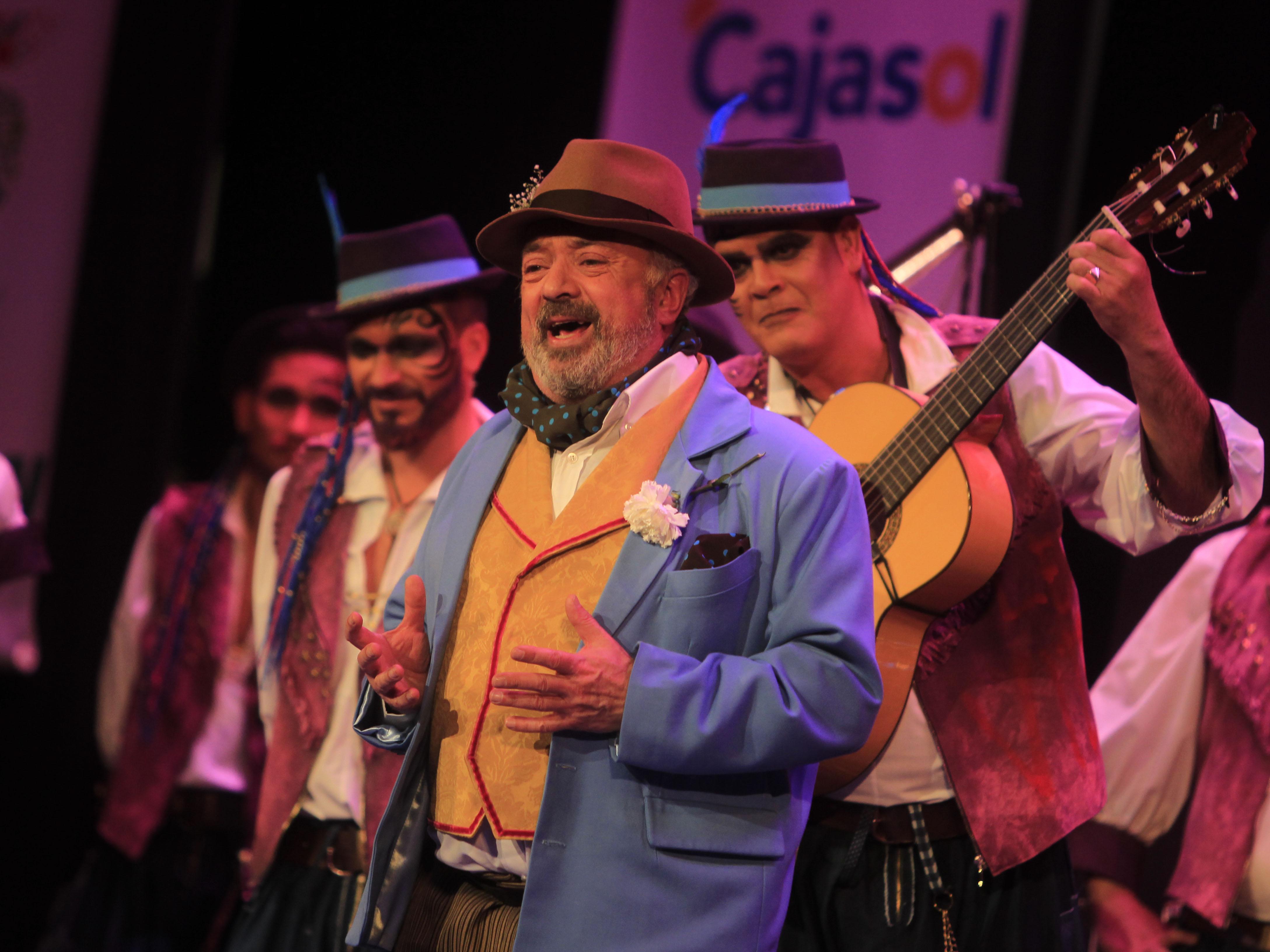 Antonio Martín se despide cantando con su comparsa