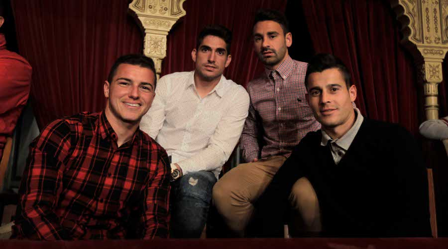 Los jugadores del Cádiz disfrutan del Teatro Falla en el palco de LA VOZ