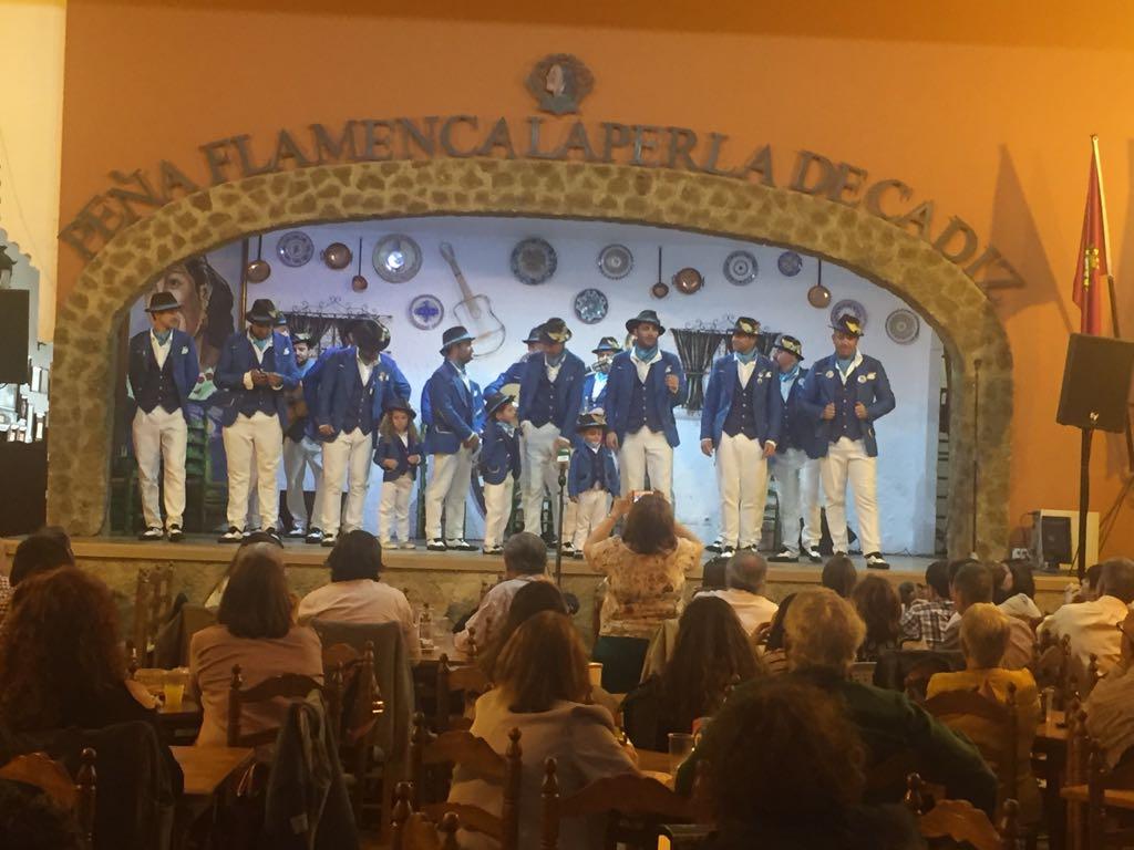 La comparsa 'El Ángel de Cádiz' recibe el Premio Cajonazo 2017