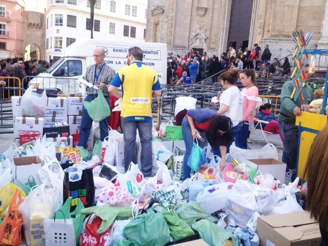 Macrocita solidaria en el Carnaval chiquito al rescate del Banco de Alimentos de Cádiz