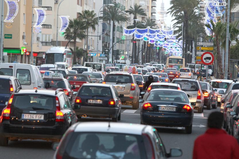 Guía práctica para llegar al Carnaval de Cádiz en transporte público, coche, aparcar y no morir de desesperación