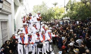 Las calles de Cádiz se llenan para disfrutar del lunes de coros