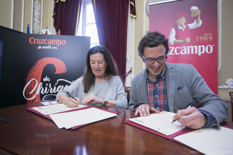 Ayuntamiento y Cruzcampo firman un convenio para la difusión del Carnaval