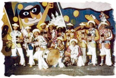 'Los cubatas', el Carnaval de Cádiz tiene cajones