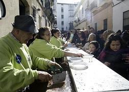 La ciudad ya vive el Carnaval con coplas y sabor a mar en las calles