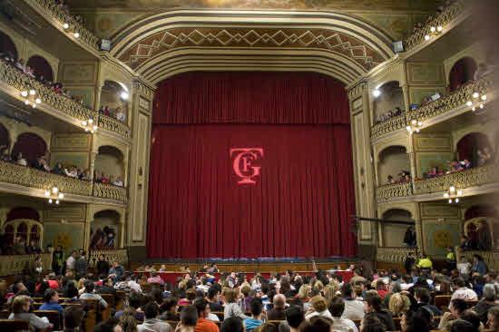Telón teatro Falla.