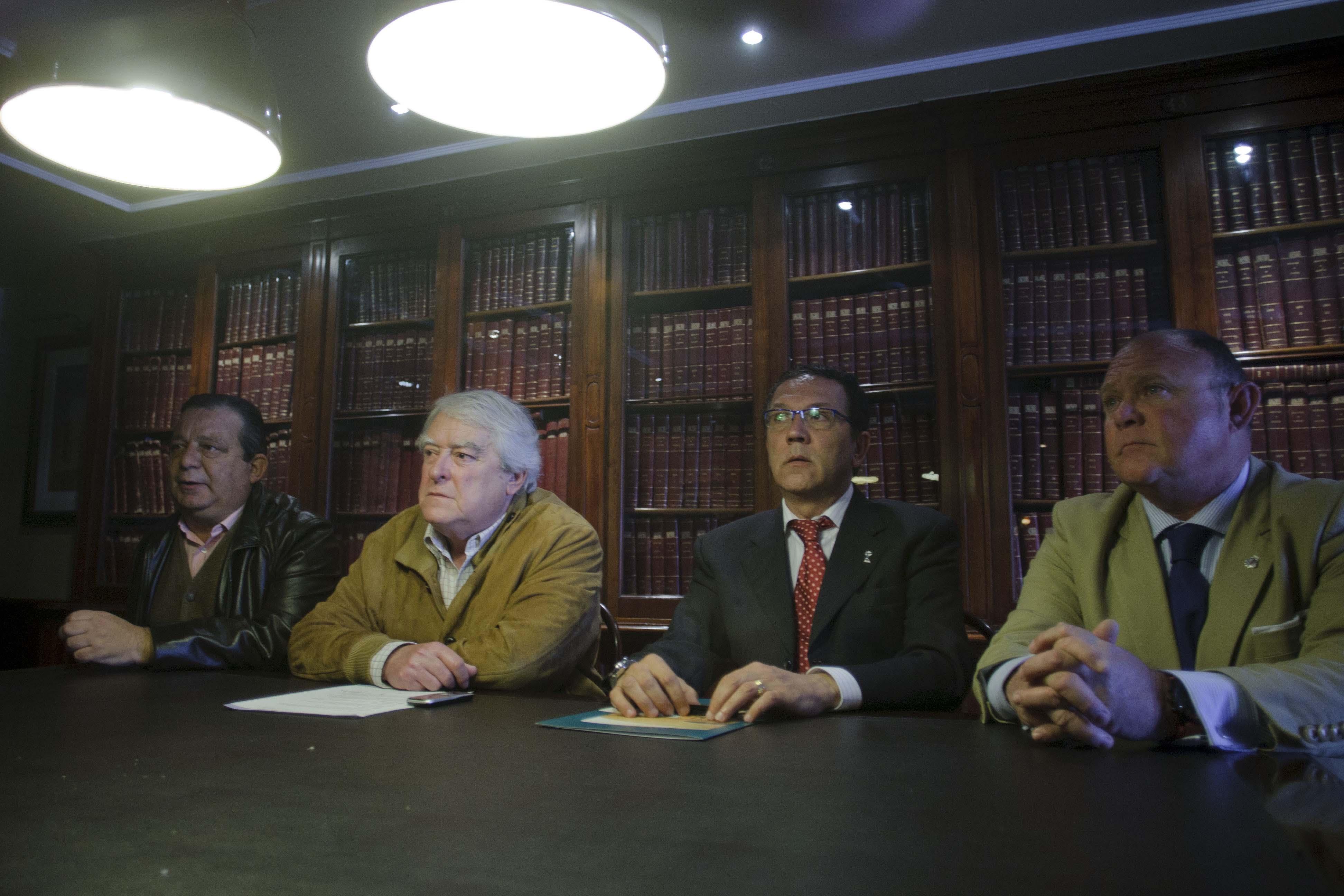 El Faro organiza fiestas con grupos ilegales y del Concurso del Falla