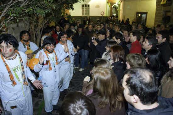 El Ayuntamiento cede a las peticiones de las chirigotas callejeras