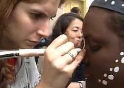 Kilos de maquillaje e ilusión para 'Khumbayá'