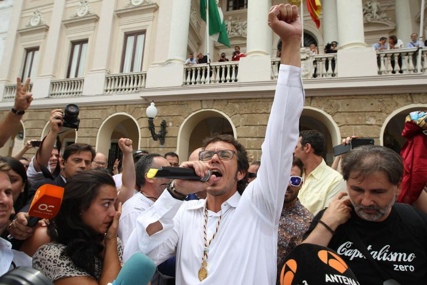 Kichi lleva el Carnaval de Cádiz a la campaña electoral