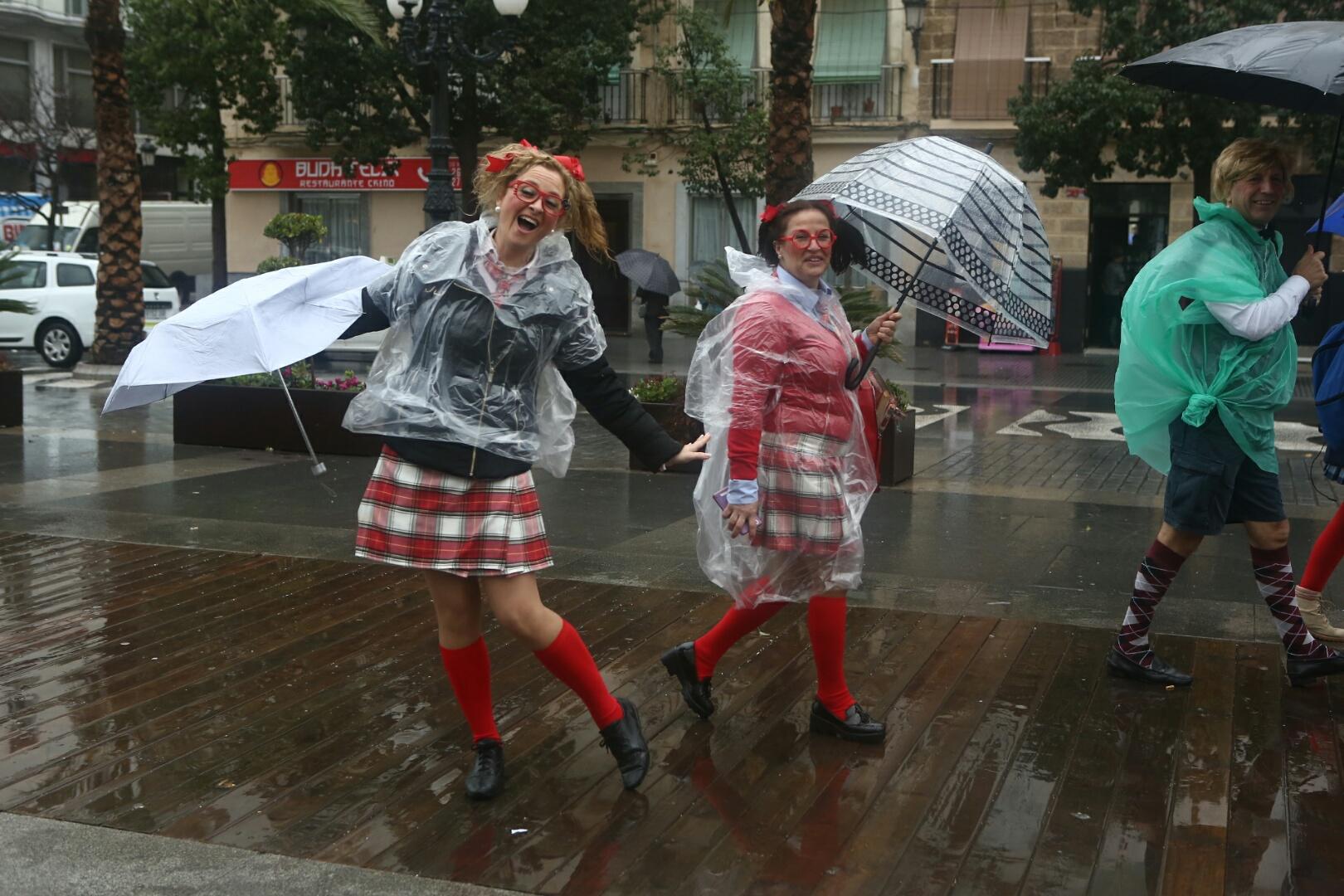 Los carruseles de coros se suspenden por la lluvia pero se mantiene la cabalgata del humor