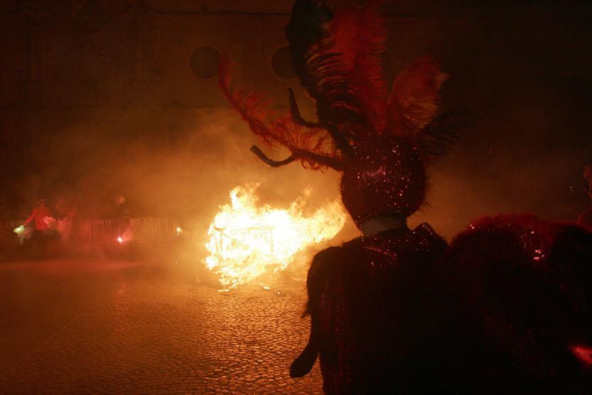 Esta noche arderá el dios Momo en la plaza de San Antonio