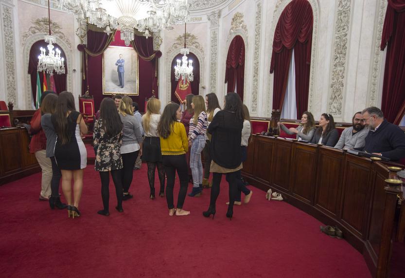 Las candidatas a ninfas ocultan su rostro por decisión municipal