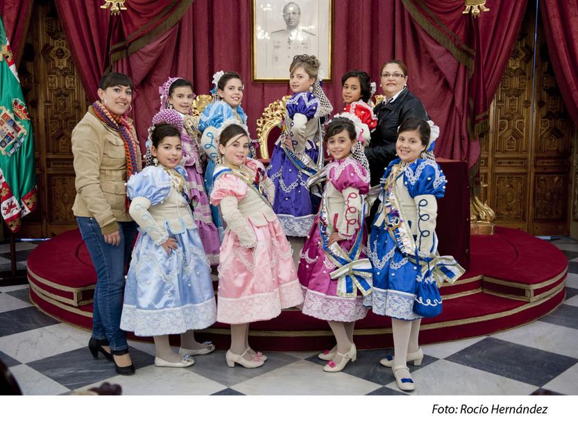 Las Damas infantiles visitan la Diputación y asisten a una sesión infantil en el Falla