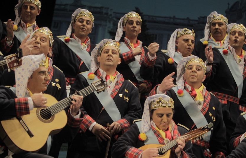 El coro de Valdés abriendo y la chirigota 'atinada' cerrando