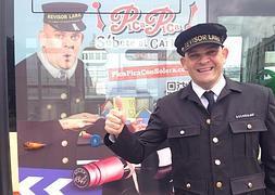 El Bus del Carnaval de Solera anima cambiar el coche por el transporte público