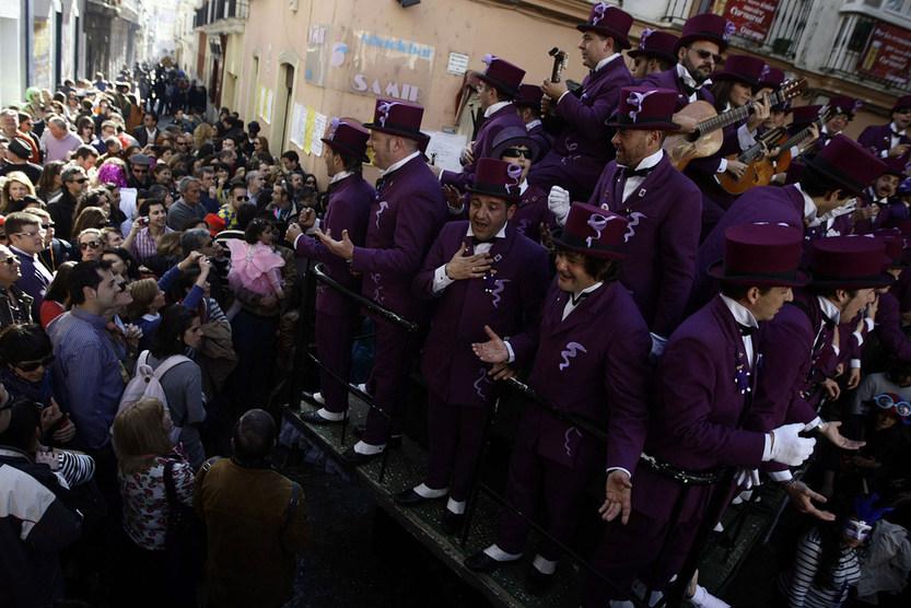 El Carnaval 2012 se despide con las coplas en la calle y sin el acto de clausura de la Bruja Piti