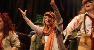 Actuación de la comparsa La canción perdida Carnaval de Cádiz Huelva