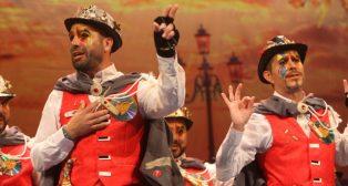 Actuación de la comparsa Los destronados Carnaval de Cádiz