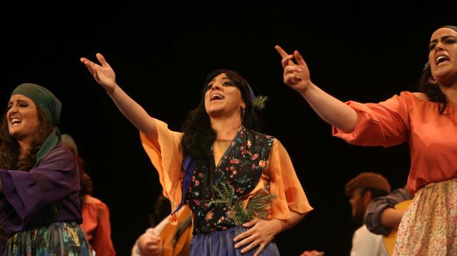 Actuación de la comparsa La errante. Carnaval de Cádiz 2018 femenina Sevilla