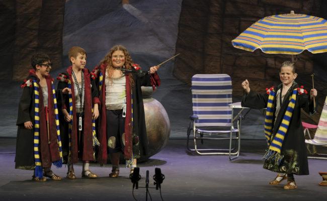 El cuarteto infantil Harry Potera y la piedra sofá