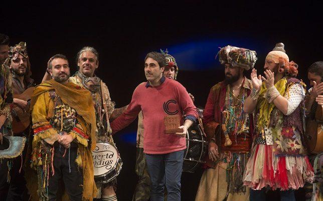 Martínez Ares en la recogida del premio del COAC