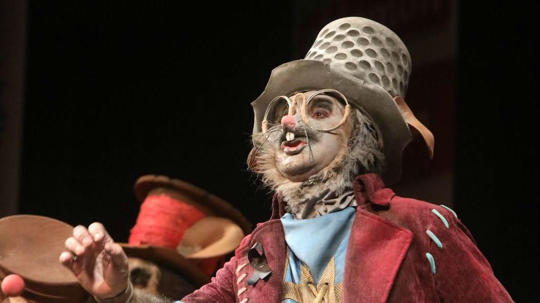 La comparsa de Los listos responde a la denuncia anunciada por la maquilladora Sara Romero - La Voz del Carnaval de Cádiz